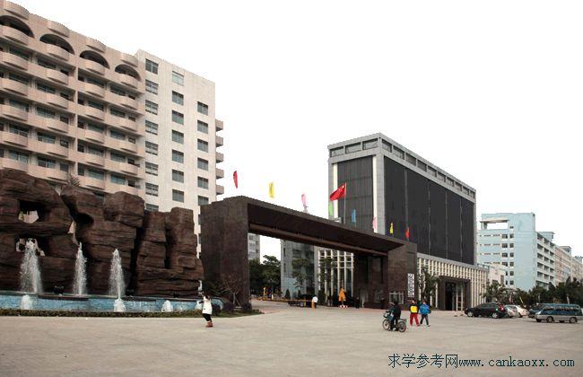 广州白云工商技师学院简介